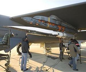 Un vol hypersonique pour le X-51 Waverider. X-51a-waverider-b-52h-stratofortress-wing-lg